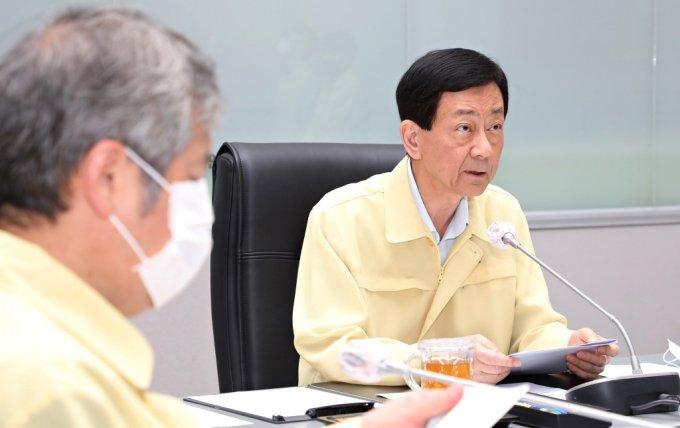진영 행정안전부 장관이 집중호우 대비 긴급대책회의를 주재하고 있다. /사진=행안부 제공
