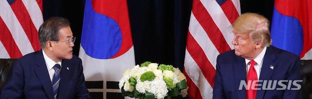 【뉴욕=뉴시스】전신 기자 = 문재인 대통령과 도널드 트럼프 미국 대통령. 2019.09.24.   photo1006@newsis.com