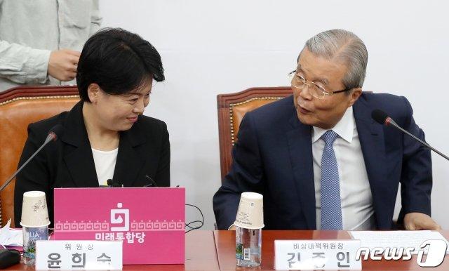 김종인 미래통합당 비대위원장과 윤희숙 경제혁신특위 위원장/사진=뉴스1