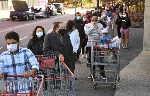 호주 멜버른 코스트코에서 물품 구매를 위해 대기중인 사람들/사진=AFP