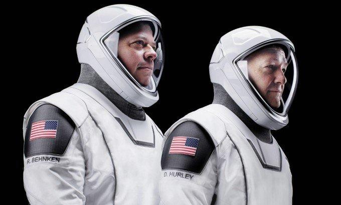 스페이스X가 만든 우주복을 입은 우주비행사들_스페이스X제공