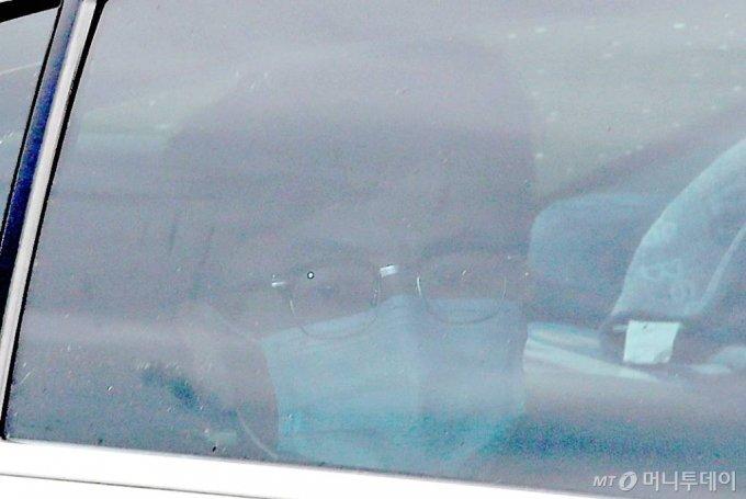 한동훈 검사장이 지난 24일 오후 서울 서초구 대검찰청에서 열린 '검언유착' 의혹 사건 수사심의위원회에 출석하기 위해 차량을 타고 들어서고 있다. / 사진=김휘선 기자 hwijpg@