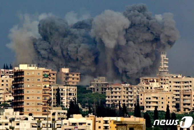 4일(현지시간) 레바논 수도 베이루트에서 대규모 폭발사고가 발생했다.. © 로이터=뉴스1
