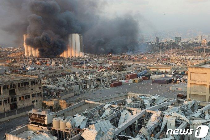 검은 연기가 도시를 뒤덮고 있다. © 로이터=뉴스1