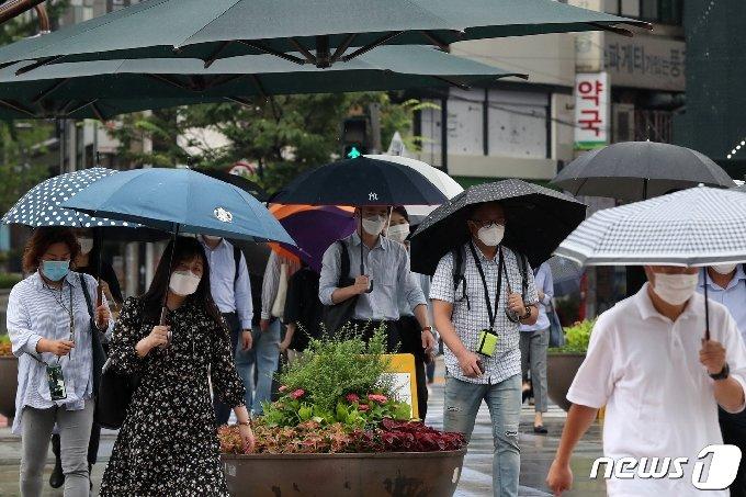 5일 충북과 세종은 흐리고 매우 강한 많은 비가 내린다. 예상 강수량은 100~200㎜ 내외다.2020.8.5/뉴스1 © News1 민경석 기자