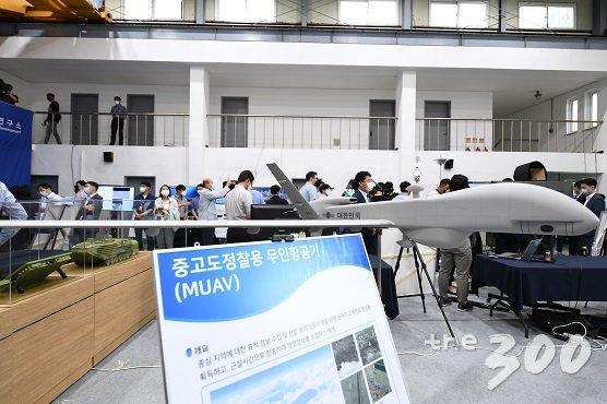국방과학연구소가 지난 3일 충남 태안 안흥연구소에서 공개한 중고도정찰용 무인항공기./사진=국방과학연구소