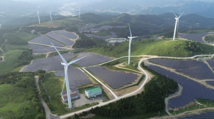 KB금융그룹이 투자한 전남 영암 풍력·태양광 발전시설 전경/사진제공=KB금융