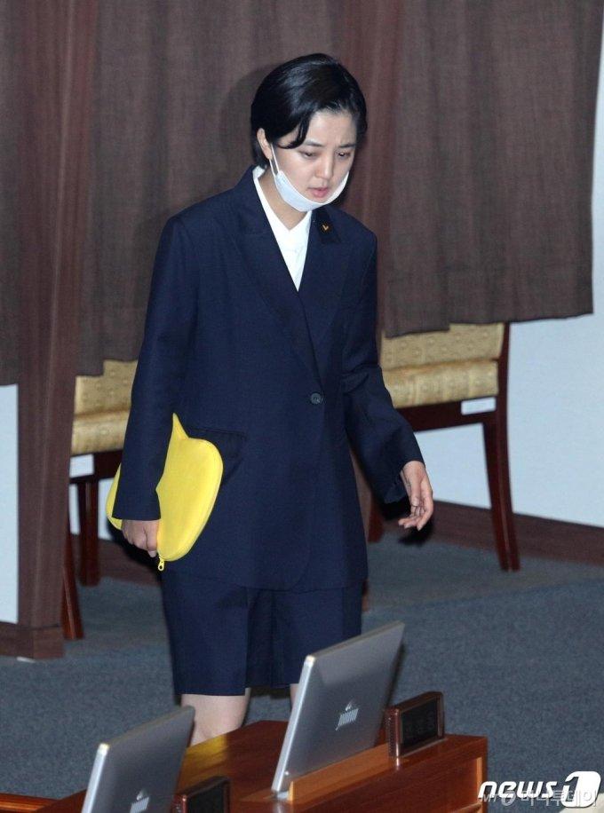 류호정 정의당 의원이 지난 6월10일 오후 서울 여의도 국회에서 열린 제379회 국회(임시회) 제3차 본회의에 참석하고 있다./사진=뉴스1