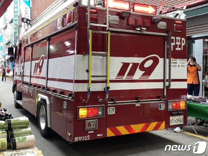 구포시장을 화재진압 차량이 통과하고 있다.2020.8.5/© 뉴스1 박세진 기자