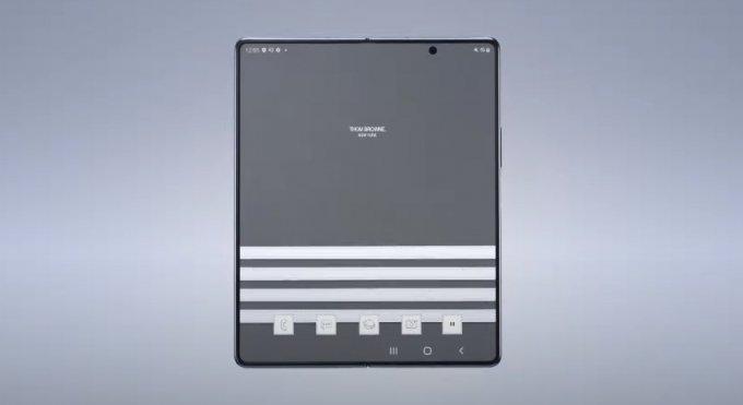 갤럭시Z 폴드2 톰브라운 에디션에 적용된 전용 테마 모습