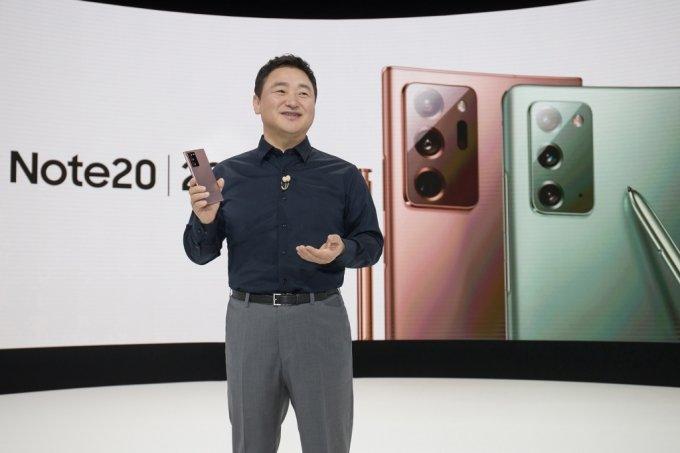 사상 처음으로 5일(한국시간) 온라인으로 진행된 '갤럭시 언팩 2020'에서 노태문 삼성전자 무선사업부장 사장이 '갤럭시 노트20 울트라'를 소개하고 있다. /사진=삼성전자