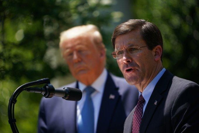 도널드 트럼프 미 대통령과 마스 에스퍼 미 국방장관./사진=AFP