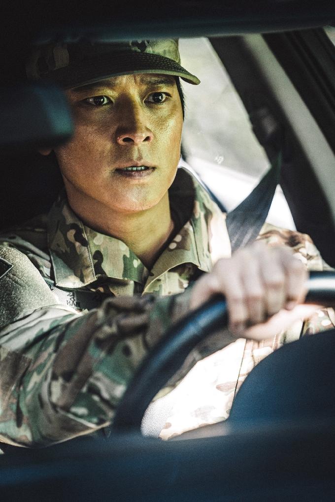 '반도' 한 대위 강동원vs서 대위 구교환, 극과 극의 무한 매력