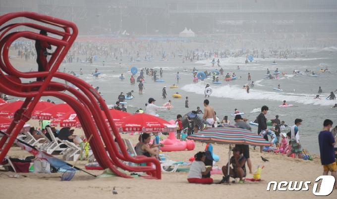 부산시, 해수욕장 집합제한명령 31일까지 연장