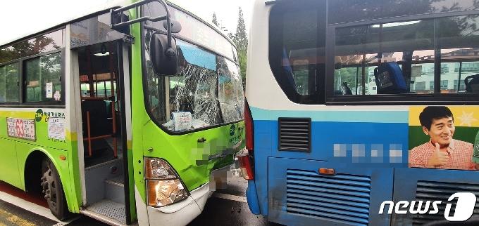창원서 출근길에 시내버스가 시내버스 받아…19명 부상