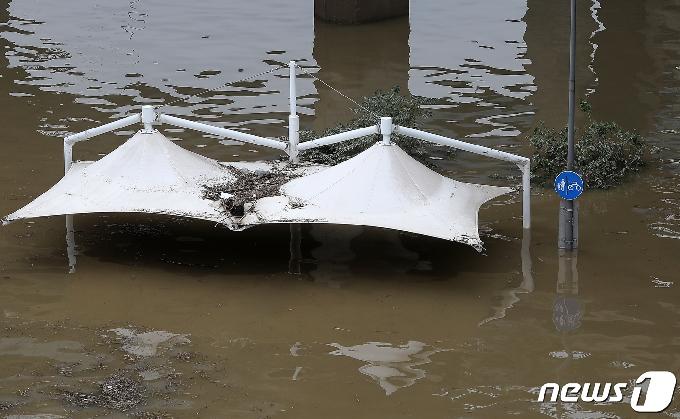 [사진] 여전히 높은 한강 수위