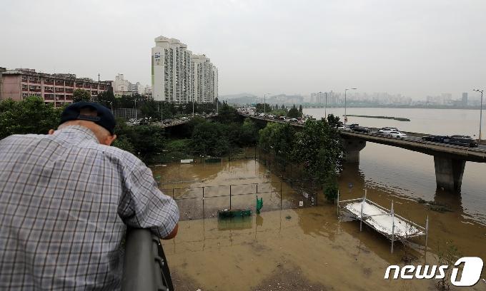 [사진] '물이 언제 빠지려나'