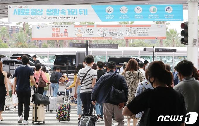 [사진] 북적이는 제주국제공항