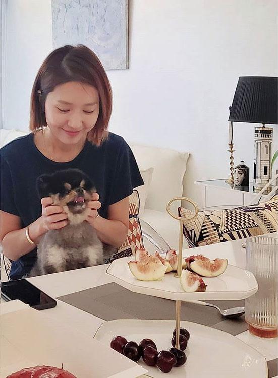 그룹 핑클 출신 배우 이진/사진=성유리 인스타그램