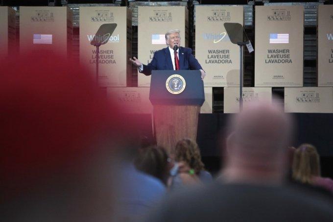 도널드 트럼프 미국 대통령이 6일(현지시간) 오하이오주 클라이드의 월풀 세탁기공장에서 연설하고 있다. /사진=AFP