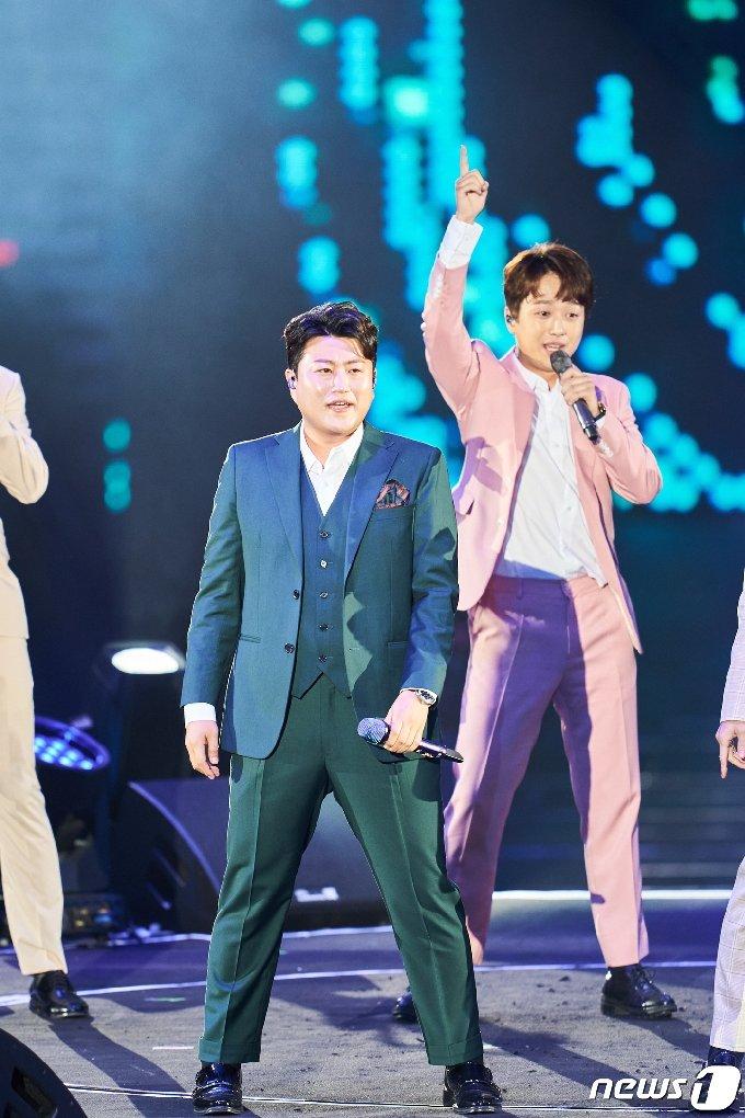 [사진] '미스터트롯 콘서트' 김호중-이찬원 '멋짐 폭발'
