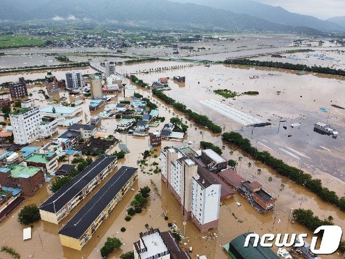 7일과 8일 전남 구례군에 380㎜의 집중호우가 내리며 섬진강·서시천이 범람, 구례읍 지역이 침수되고 막대한 피해가 발생했다.(구례군 제공)2020.8.9/뉴스1 © News1