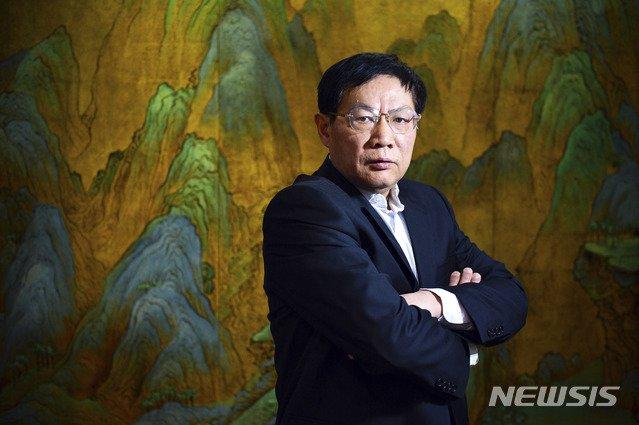 [AP/뉴시스]중국의 부동산 재벌 런즈창(任志強, 69)의 2012년 12월3일 모습.