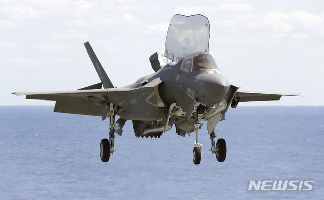 【 AP/뉴시스】수직 이착륙 스텔스 전투기 F-35B .2018.12.18
