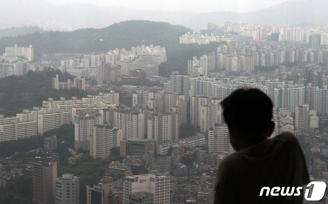 이달 5일 서울 영등포구 여의도 64아트에서 바라본 서울 아파트 모습/사진=뉴스1