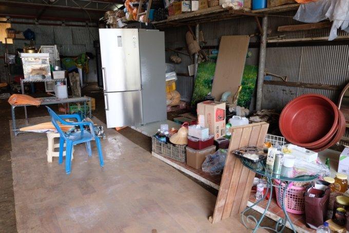 13일 오전 강원도 철원군 동송읍 이길리 마을에서 김일남씨가 봉사자들의 도움을 받아 집안내 침수된 가재도구를 정리하고 있다. /사진=박소연 기자