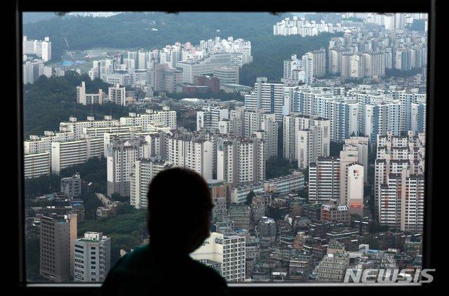 12일 서울 영등포구 63아트에서 바라본 서울시내 아파트 전경. / 사진제공=뉴시스
