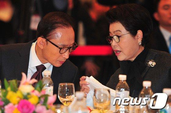 이명박 전 대통령과 김윤옥 여사./사진=뉴스1