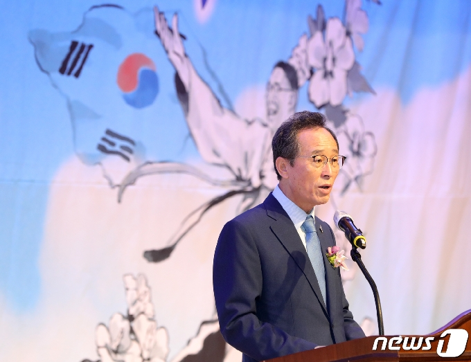 [사진] 경축사하는 송하진 도지사