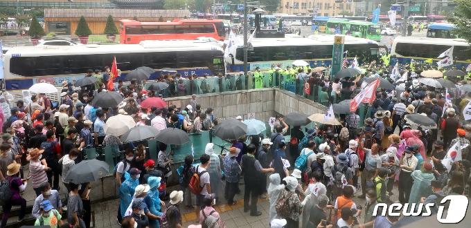 [사진] 집회 참가하는 보수단체