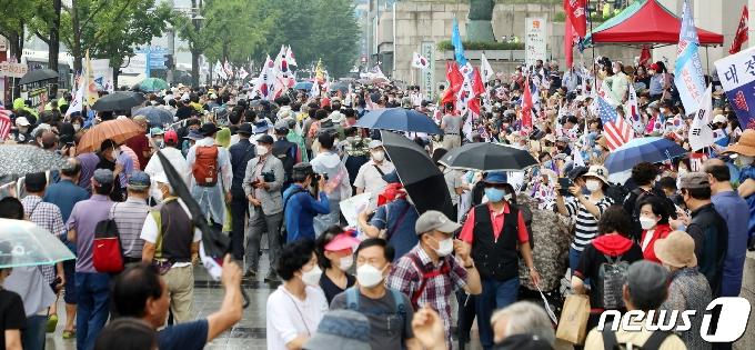 [사진] 수도권 사회적거리두기 2단계, 보수단체는 집회