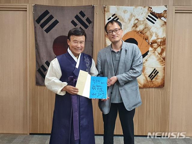 광복회장 찾아간 박주민