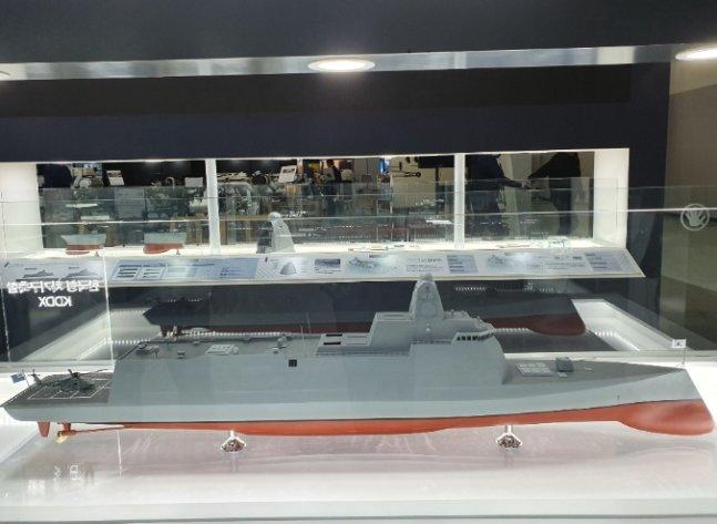 '2019 국제해양방위사업전(MADEX)에 전시된 현대중공업의 KDDX 모형 /사진제공 = 해군