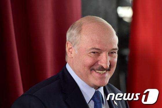부정선거 규탄 시위에 놀란 벨라루스 대통령