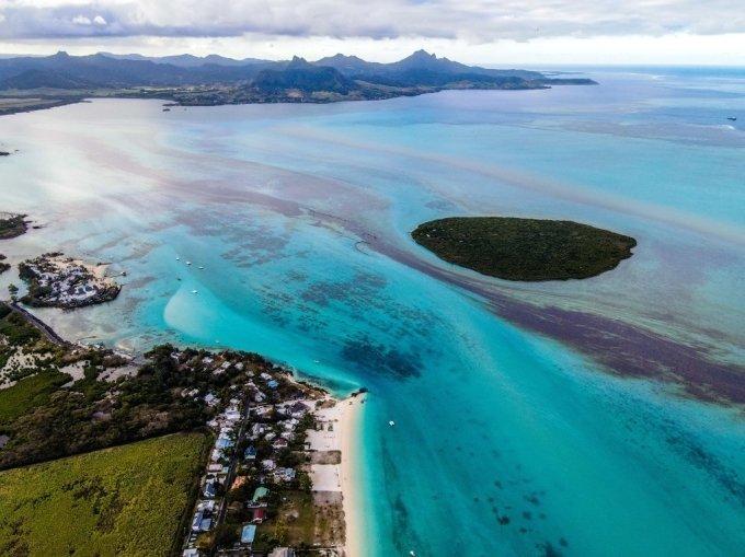 일본 화물선이 망가뜨린 모리셔스 해안…