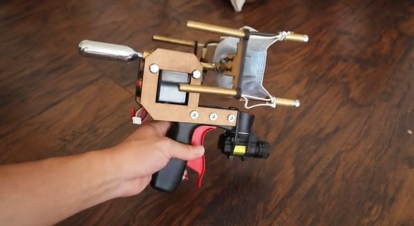 팬이 발명한 마스크 총. /사진=앨런 팬 유튜브 채널