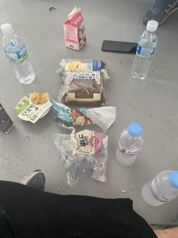 점심도 잘 먹히지 않아서, 빵만 간단히 먹었다./사진=남형도 기자