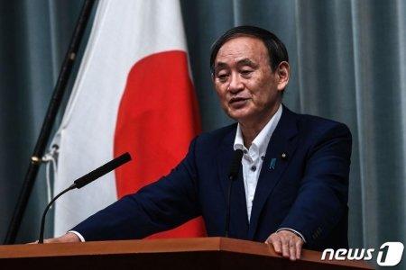스가 요시히데 일본 관방장관이 지난달 31일 도쿄 총리관저에서 기자회견을 하고 있다. /사진=뉴스1