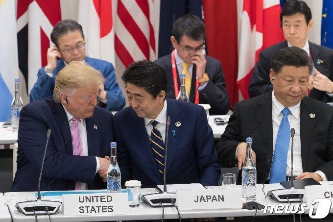 사진 왼쪽부터 도널드 트럼프 미국 대통령, 아베 신조 일본 총리, 시진핑 중국 국가주석. © AFP=뉴스1