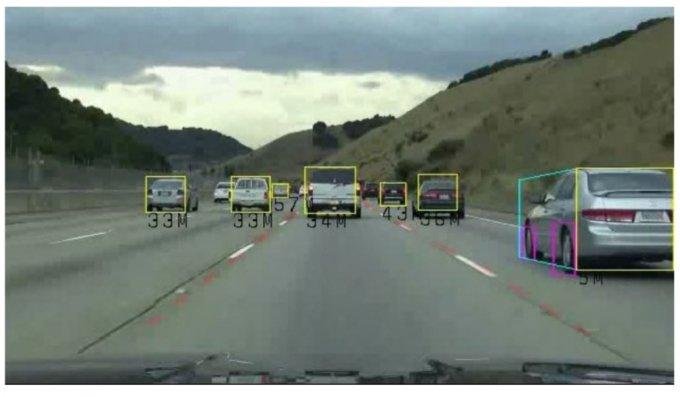 넥스트칩이 차량용 AI반도체로 차량과 차선, 가용공간 인식테스트를 진행하고 있다. /사진=넥스트칩