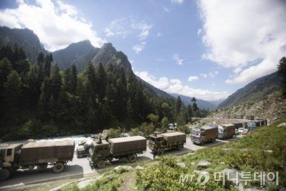 [영상]중국·인도 국경 '난투극'…양국장관 '긴장완화' 합의