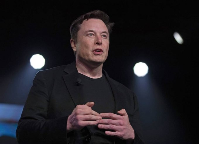 FILE - In this March 14, 2019 file photo, Tesla CEO Elon Musk speaks before unveiling the Model Y at the company's design studio in Hawthorne, Calif. Musk says he's deleted his Twitter account 10 months after a tweet landed him in trouble with U.S. regulators. Musk changed his Twitter display name to Daddy DotCom on Father's Day. Daddy.com is an actual website that provides parenting information to new and expecting fathers. (AP Photo/Jae C. Hong, File) / 사진제공=AP 뉴시스