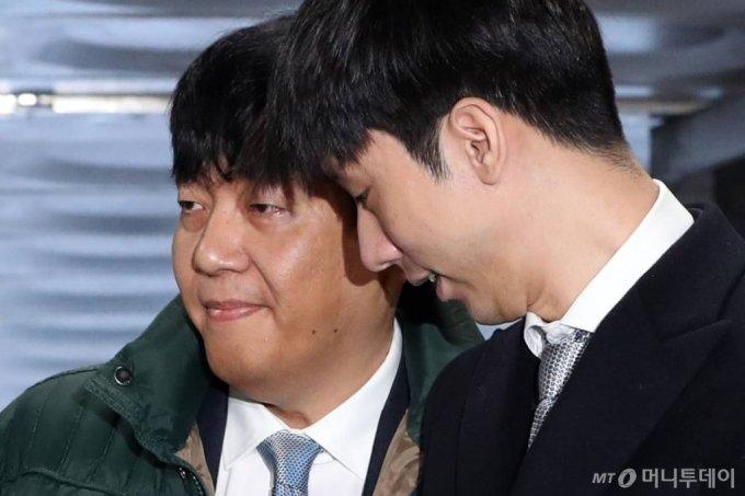 이재웅 쏘카 전 대표(왼쪽)와 박재욱 쏘카 대표. / 사진=이기범 기자 leekb@