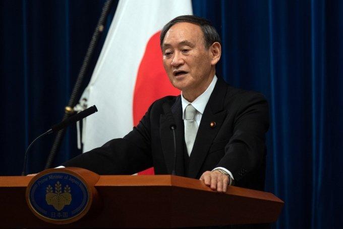 스가 요시히데 일본 총리가 16일 오후 취임 첫 기자회견을 갖고 있다. /사진=AFP