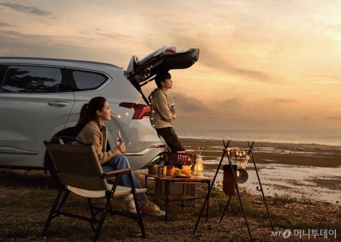 현대차의 차박 체험 플랫폼 '휠핑(Wheelping)'을 이용하는 고객의 모습/사진제공=현대차
