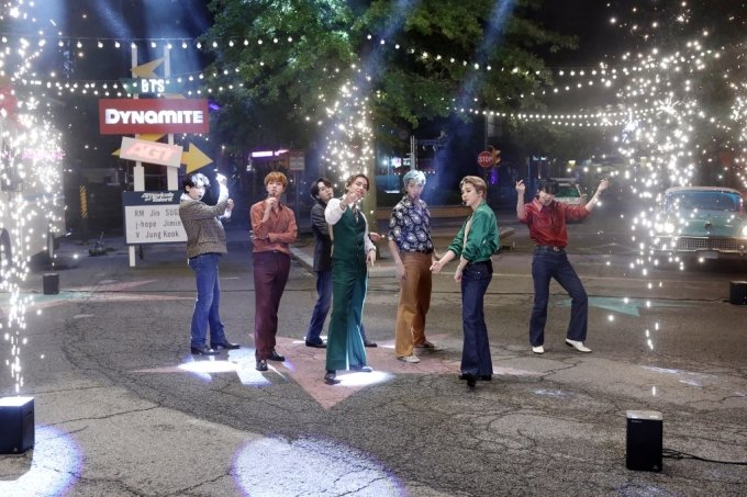 지난 17일 미국 NBC '아메리카 갓 탤런트'에 출연한 방탄소년단. /사진제공=빅히트엔터테인먼트